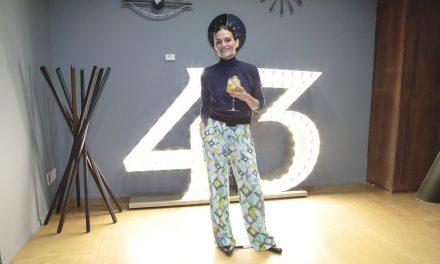 Laura Ponte brinda por sus 43