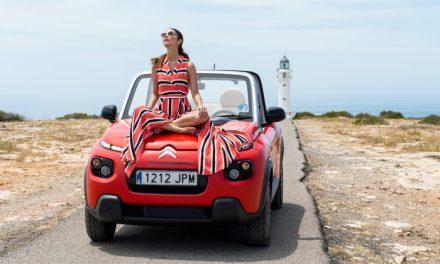 El paseo más ecologista de Juana Acosta al volante del Citroën E-Mehari