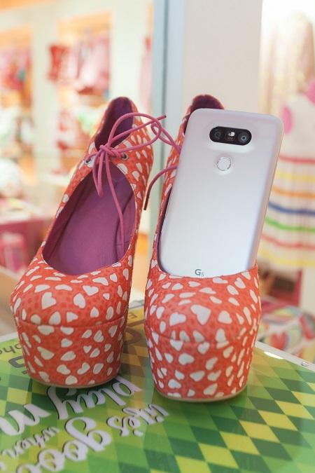 Agatha Ruiz de la prada y LG G5 Pink