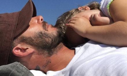 La siesta más tierna de David Beckham