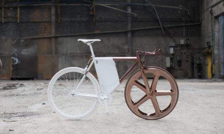 La bicicleta DL121 de Peugeot combina aluminio y carbono con cobre y cuero