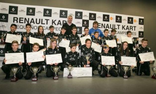Fernando Alonso entrega los premios 'Renault kart pequeños campeones'