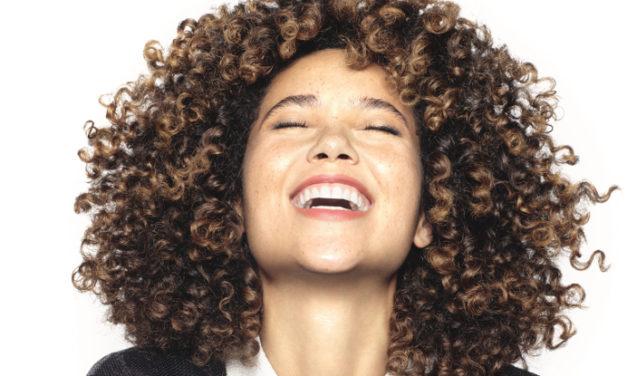 Descubre lo último para el cabello ondulado y rizado. ¡Te va a encantar!