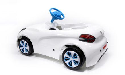 Un nuevo cochecito a pedales para niños inspirado en el Peugeot 208