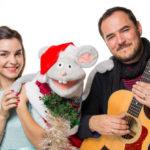 Emma y Oliverio con Ismael Serrano en Navidad