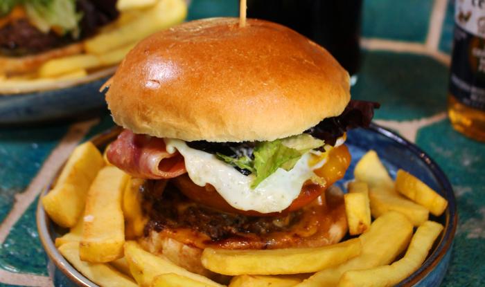 En Bocanegra, ¡las hamburguesas más piratas!